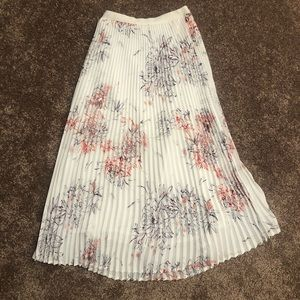 Artizia Bavarian Pleated Floral White Skirt